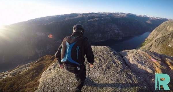Спортсмен из Норвегии прошел на высоте 1 километра по канату