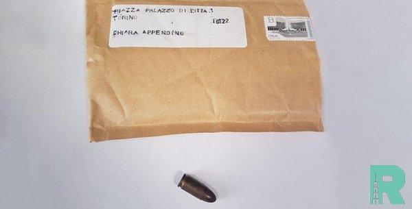 Мэр Турина получила конверт с пулей внутри