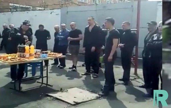 После банкета для заключенных будет уволен начальник орловской колонии