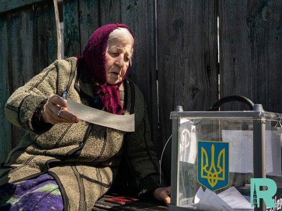 Экзитополы: на выбора в Украине лидирует партия Зеленского