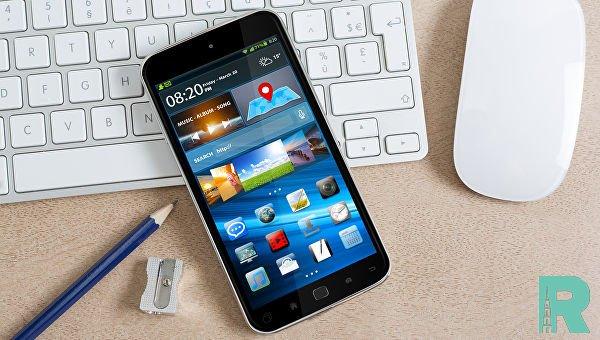 Сотрудникам банков на работе могут запретить пользоваться смартфонами