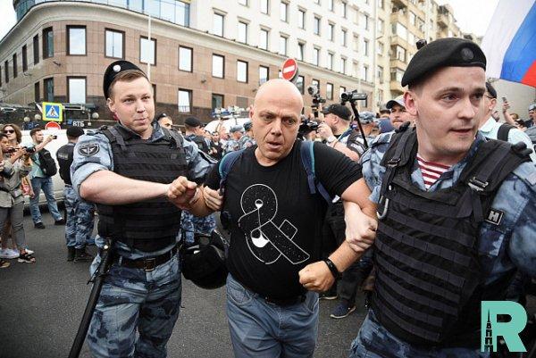 В Москве на акции оппозиции задержали более тысячи человек