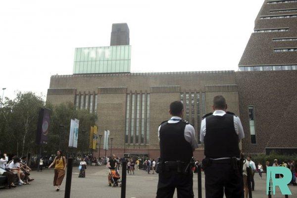 В Лондоне подросток сбросил с десятого этажа 6-летнего ребенка