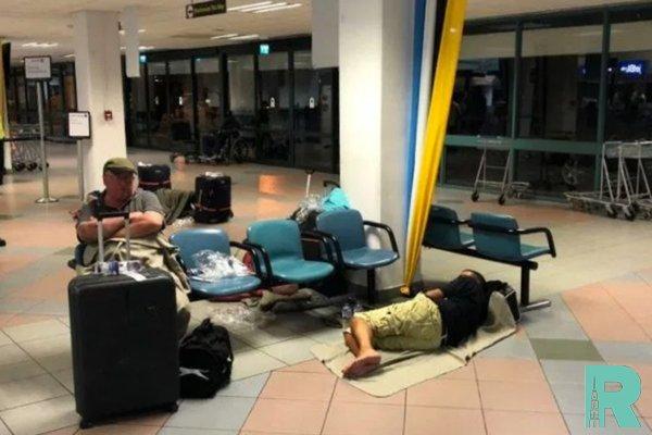 В Японии 1700 человек ночевали в аэропорту из-за тайфуна