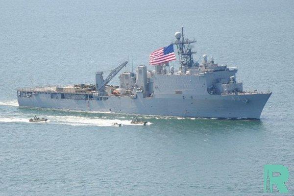 Китай запретил военным кораблям США заходить в порт Циндао