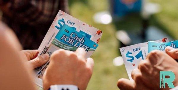 Канадец выиграл в лотерею 60 млн и скрыл это от семьи