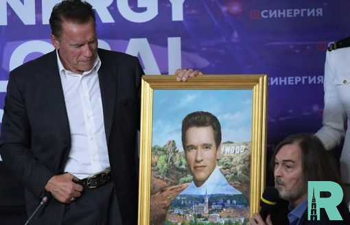 Арнольд Шварценеггер получил от Никаса Сафронова свой портрет