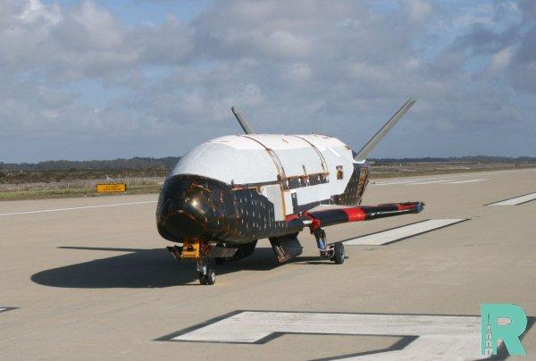 Секретный американский челнок после двух лет в космосе вернулся на Землю