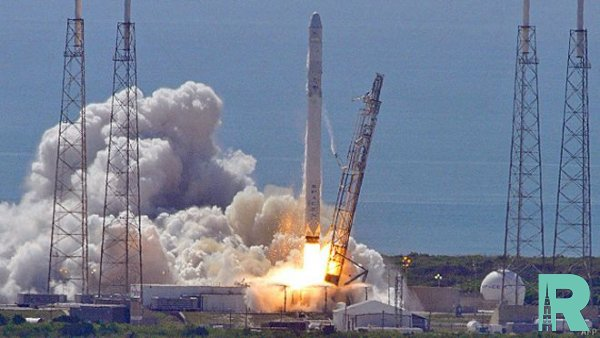 С космодрома ракета-носитель Falcon 9 стартовала с 60 спутниками на борту