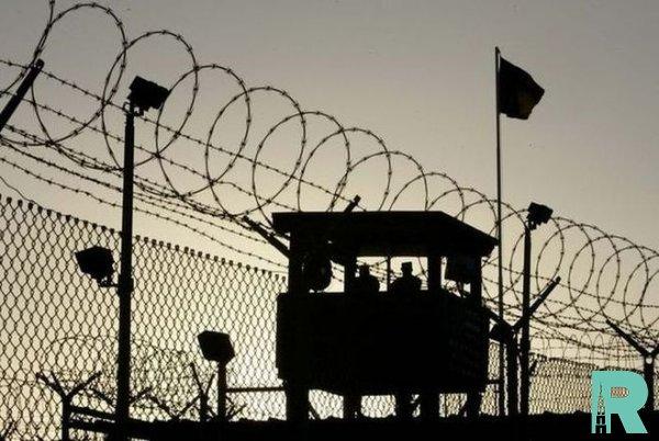 По данным ООН по всему миру в заключении находится 7 миллионов детей