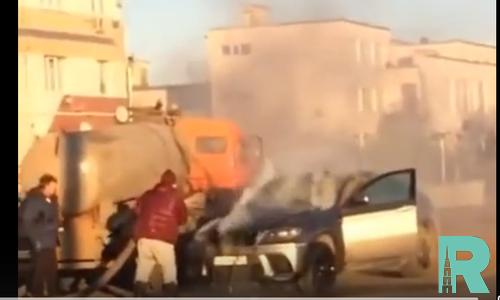 В Самаре стоками из канализации потушили горящий BMW
