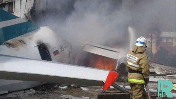 Из-за возгорания в Бурятии пассажирского самолета погибло два человека (видео)