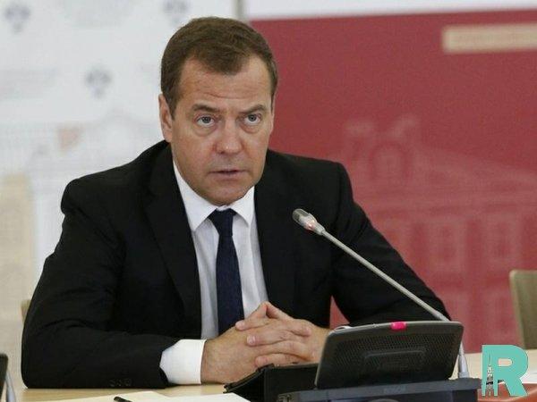 Медведев перед Минтрудом поставил вопрос о 4-дневной рабочей неделе