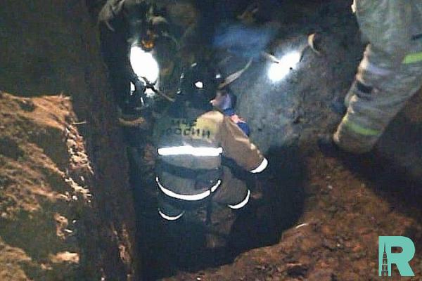 В Башкирии троих рабочих обвалом завалило в траншее землей, один погиб